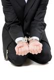coupable menotte arrestation fiance magouille affaire justice poster