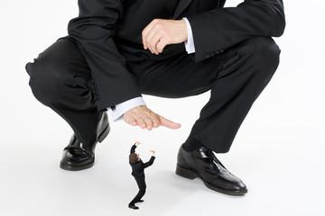 petit boss salarié entreprise rapport force écraser aplatir rédu