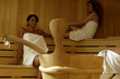 Due donne in sauna