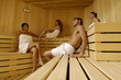 Piccolo gruppo in sauna