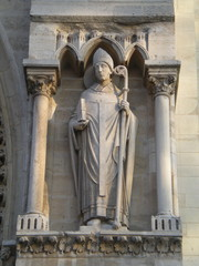 Statue de Saint denis - Cathédrale Notre-Dame de Paris