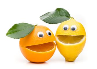Lachendes Orange und zitrone mit Blatt