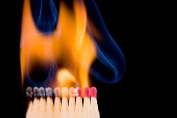 Fast alle Zündhölzer brennen schon