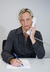 Business Frau telefoniert