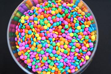 Pastilhas de chocolate coloridas