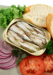 Sardines with bread, red onion, tomato and lettuce.
