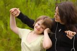 Fototapety deux sœurs dont l'une est trisomique