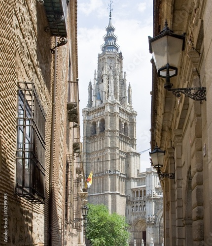 Cathedral of Toledo between two walls