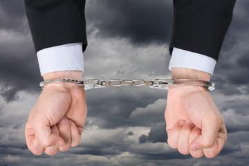 enchaîner menotte lier prisonnier illégal trafic pirater télécha