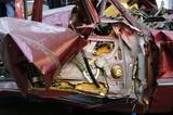 Voiture à la carrosserie déchiquetée accidentée poster