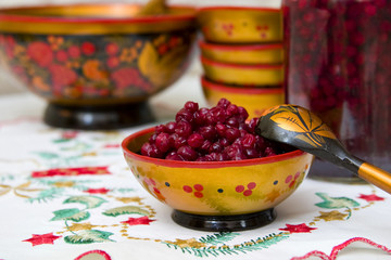 foxberries in the Khokhloma bowl