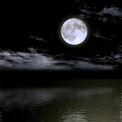 漆黒の空に浮かぶ満月
