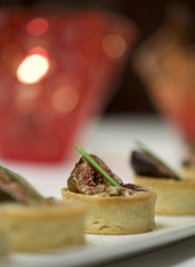 Fig tarts with honey flan and pastry crust cups