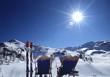 Mann und Frau, Entspannung in den Alpen, Rückansicht