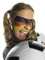 Frau mit deutscher Flagge aufs Gesicht gemalt