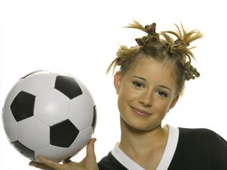 Teenager, Mädchen mit Fußball, Portait