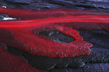 Tansania, Soda Lava aus Ol Doinyo Lengai in der Abenddämmerung