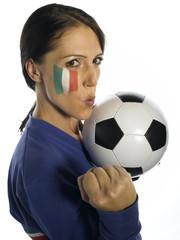 Frau mit italienischer Flagge auf ihrem Gesicht, Fubballfan
