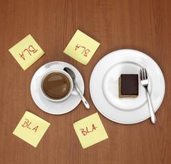 Tasse Kaffee und Zettel Kaffeeklatsch