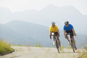 Zwei Rennradfahrer