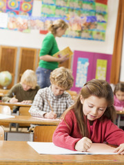 Schüler schreiben Test Schulaufgabe