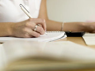 Teenager, Mädchen schreibt