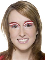 Frau mit österreichischer Flagge auf Augenbrauen gemalt