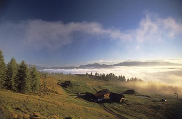 Österreich, Salzburg Land in der Morgendämmerung