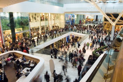 Leinwanddruck Bild Crowd in the mall