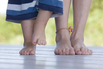 Two chilrden's feet.