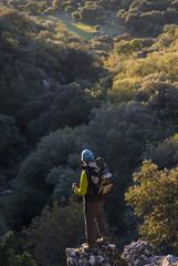 Senderista en el Parque Natural de Grazalema, Cádiz, Andalucía;