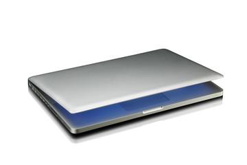 computer portatile semichiuso