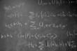 tableau noir avec des formules mathématique
