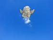 un petit ange sur son petit nuage