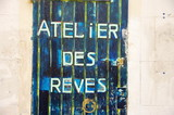 Atelier des rêves, inscription sur porte. poster