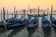 Gondeln vor San Giorgio Maggiore, Venedig, italien - 10767003