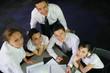 Groupe de commerciaux en réunion de travail