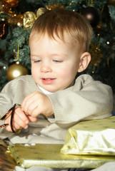 kid opening gift