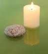 Leinwandbild Motiv Kerze in grünem Wasser