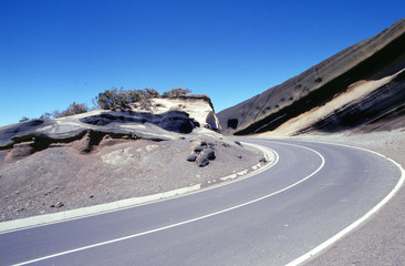 Teneriffa - Strasse und Felsen