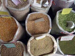 legumbres en el mercado. nutricion