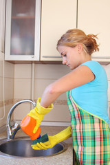 The girl washes a bowl