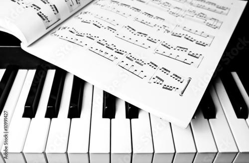 Keyboard and sheet music - 10991427