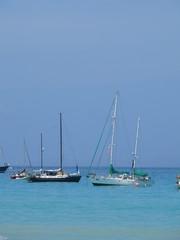 Yachten vor Galapagos