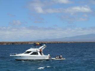 Yacht vor Galapagos