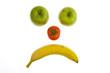 Smily aus Obst mit Apfel Banane und Tomate