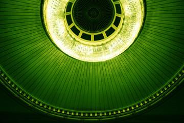 Decke der Wiener Oper in Grün