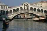 Venise - Circulation au pied du Rialto 2 poster