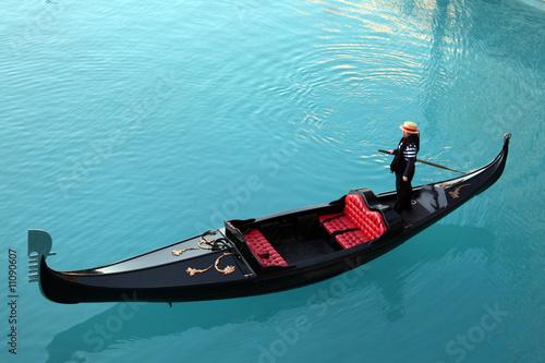 Venetian gondola - 11090607