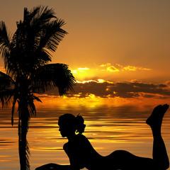 moment de détente sur la plage au soleil couchant